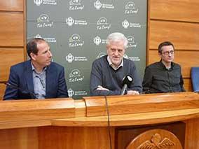 Jaume Vidal, director de l'Àrea del servei d'Assistència al Territori de la Diputació de Tarragona, Martí Carnicer, alcalde del Vendrell, i Josep Mercadé, regidor de Territori, han presentat aquest dilluns el projecte.