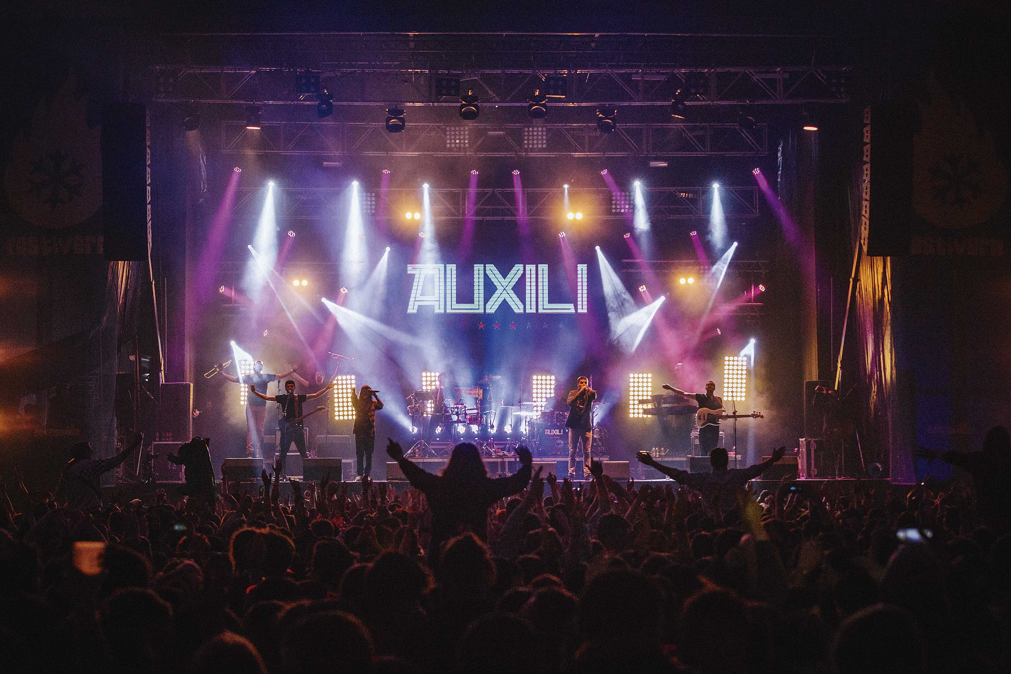 Els valencians Auxili, en concert (foto: Bernat Almirall).