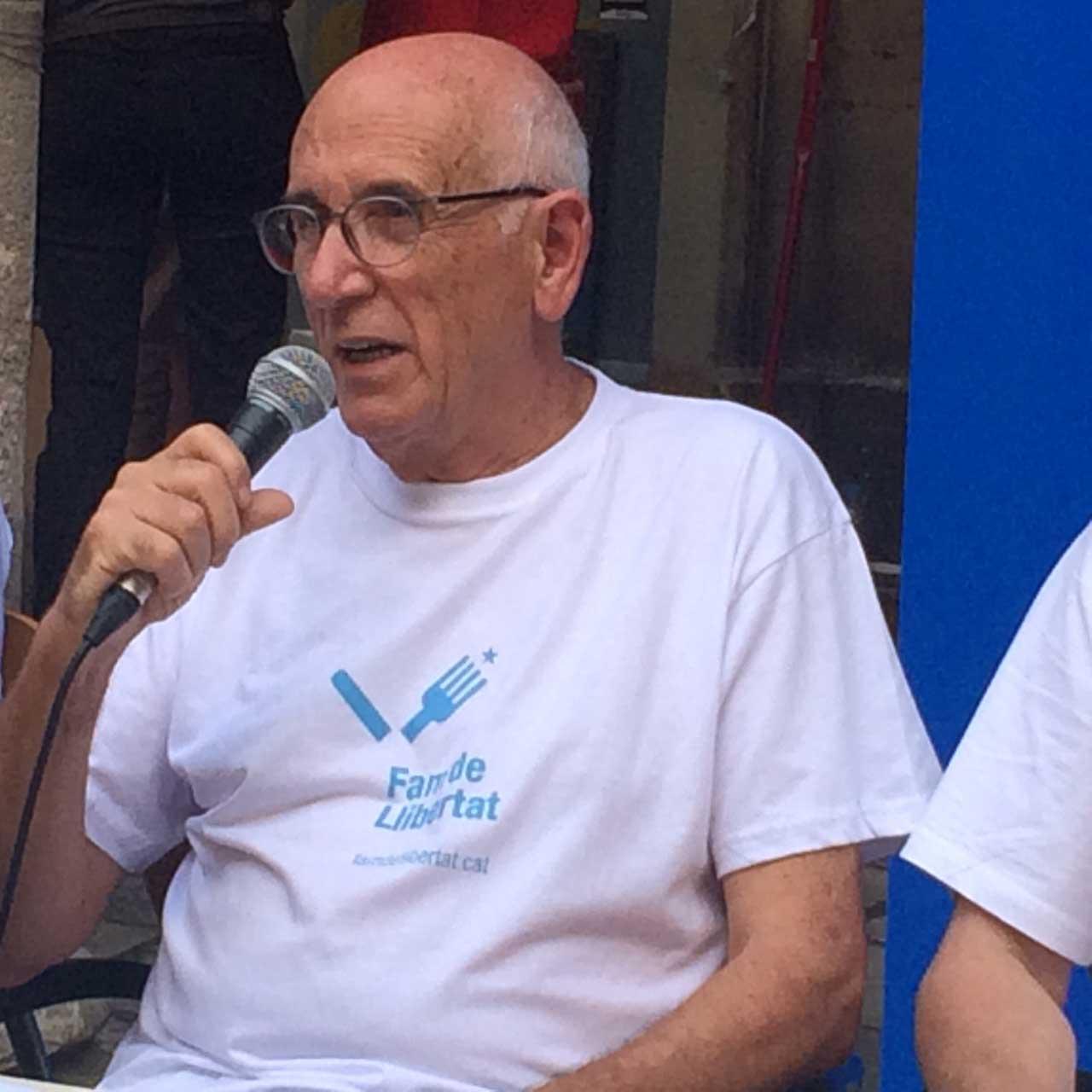 Desdejuni de Fèlix Simon en protesta per les detencions i suspensió de càrrecs públics.
