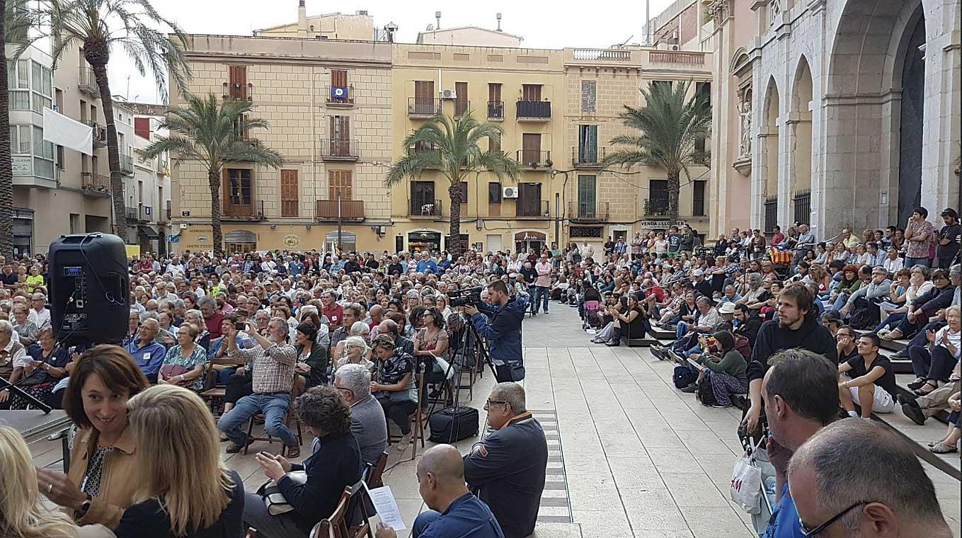 La plaça de les Neus es va omplir en l'acte unitari a favor del sí dimarts a Vilanova.