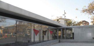 Façana de l'entrada del centre cívic La Sardana, de Vilanova i la Geltrú