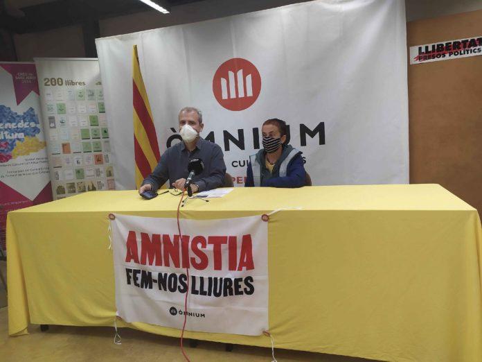 el president d'Òmnium de l'Alt Penedès, Jordi Parellada, presentant el cicle