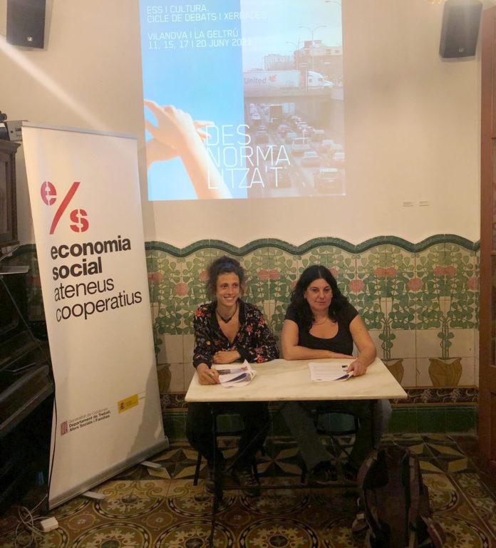 Berta Belaskoain i Laura Rafecas a Cal Trajo presentant el cicle Desnormalitza't.