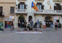 Els Músics per la Llibertat tocant davant l'Ajuntament de Vilafranca